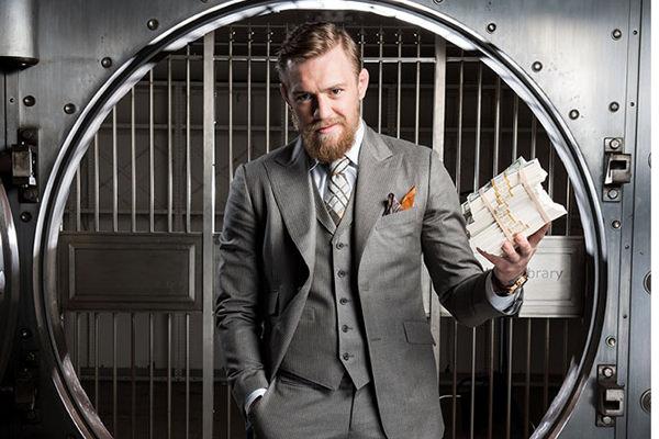 El luchador posa con dinero
