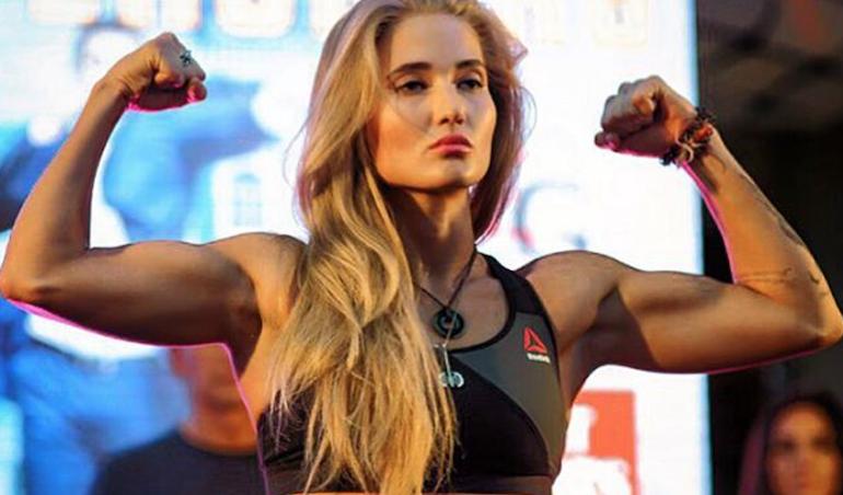 Anastasia Yankova en el pesaje de BELLATOR MMA