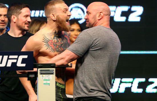Conor McGregor y Dana White en un pesaje de UFC