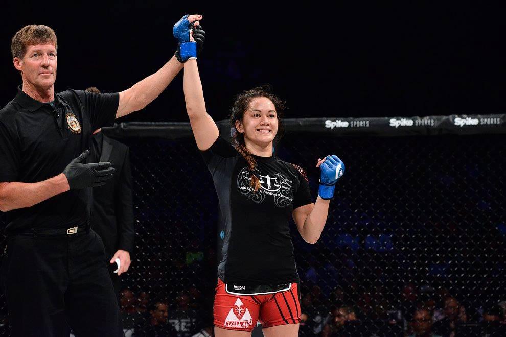 Ilima-Lei MacFarlane en un combate de BELLATOR MMA