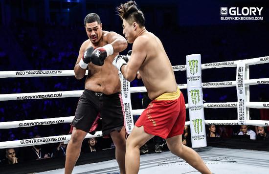 Junior Tafa se ve campeón del torneo pesado de GLORY