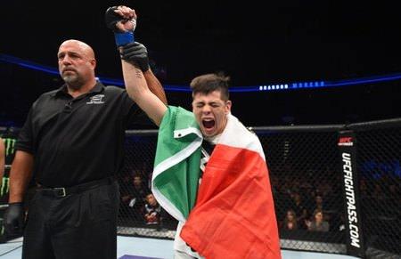 Brandon Moreno en una victoria de UFC