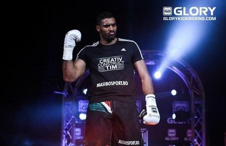 Benjamin Adegbuyi quiere combate por el título o a Badr Hari
