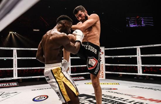 Alim Nabiyev y Cédric Doumbé en un combate