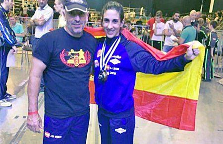Lourdes Leon campeona mundial ISKA