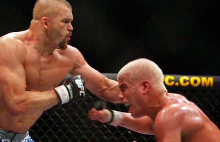 Tito Ortiz y Chuck Lidell durante una pelea