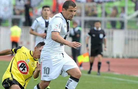 Emiliano Vecchio vistiendo la camiseta del Santos
