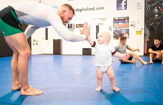 El hijo de Conor McGregor entrenando con su padre