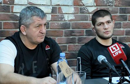 El padre de Khabib Nurmagomedov, ingresado con neumonía