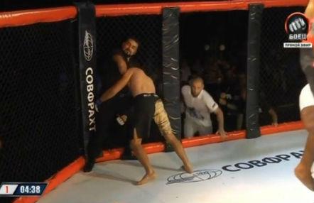 luchador de MMA-arbitro