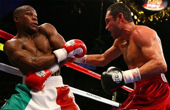 Mayweather cuando se enfrentó a De la Hoya en un combate de boxeo