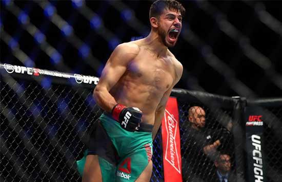 Yair Rodríguez tras ganar su combate muestra su euforia