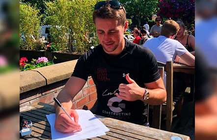 Brendan Loughnane firma por PFL