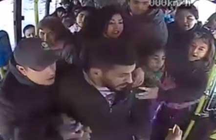Luchador de MMA agredió a un chofer de un autobús (Vídeo mma)