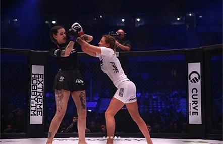 Peleas de MMA entre famosas, el programa que triunfa en UK