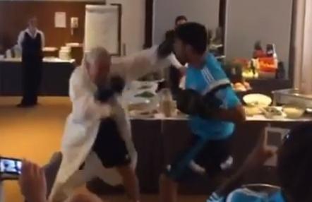 Diego Costa noquea a su fisio en una 'pelea' de boxeo