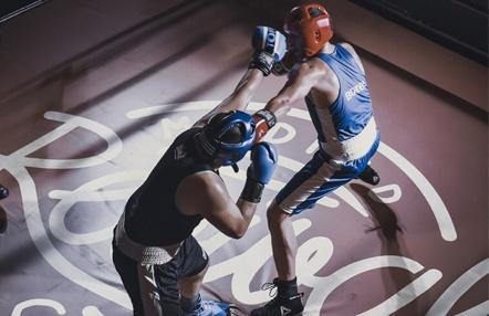 Una velada de boxeo a lo 'Peaky Blinders' en el Revival Café