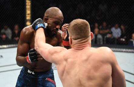UFC Fight Night 167: Jan Blachowicz derrota a Corey Anderson en poco más de tres minutos