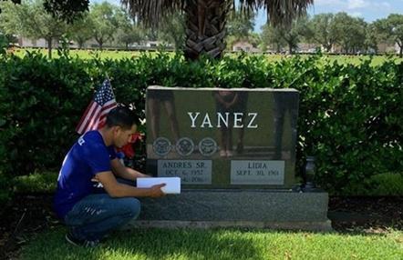 La conmovedora historia de Adrian Yáñez: lleva su contrato de UFC a la tumba de su padre